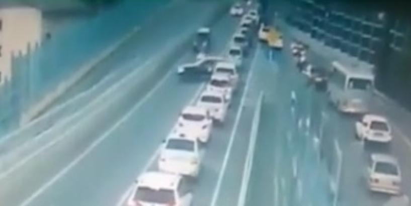19-летняя девушка на иномарке сбила мопед при опасном маневре в Сочи