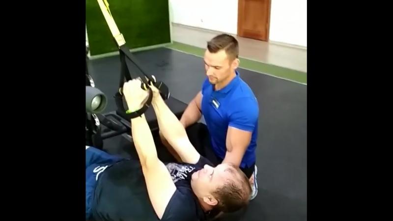Персональная тренировка с премиум-тренером Евгением Чумаковым с использованием петель TRX💪благодаря чему прорабатываются абсолют