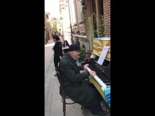 ქართველი ნიჭიერი ბაბუ, Грузинский талантливый дедушка