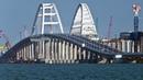 Шатается и трясется Керченский мост трещит по швам