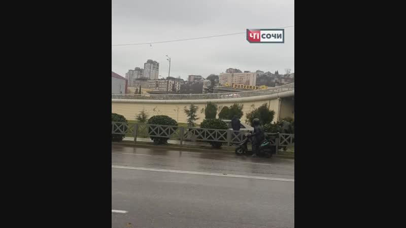 16 января, в Центральном районе по улице Донская, произошло ДТП с участием легкового автомобиля.