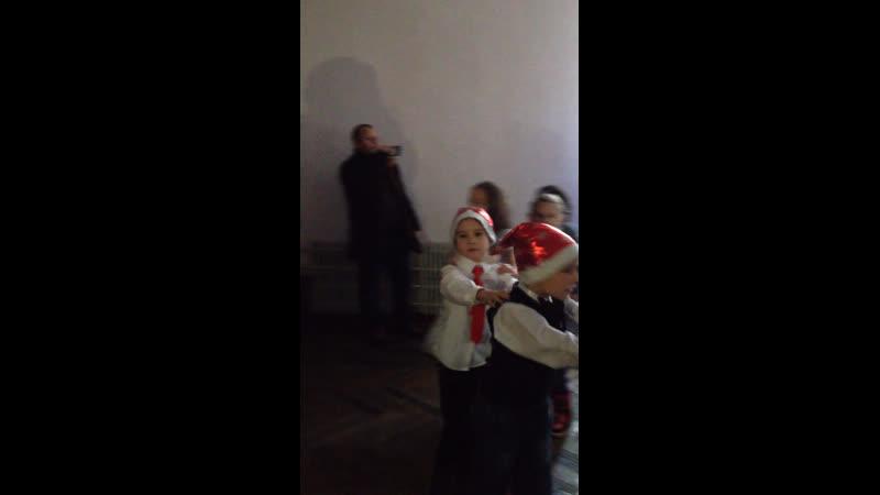 Новорічне свято у синулі в школі