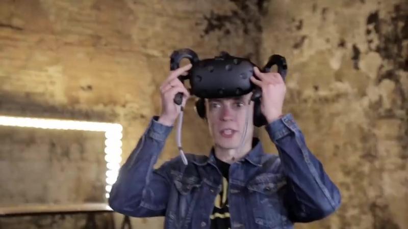 Юрий Дудь в роли вратаря в виртуальной реальности.
