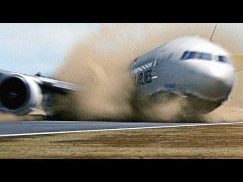 Menengangkan Detik detik Pesawat Mendarat Darurat Dengan Kondisi Tidak Ideal