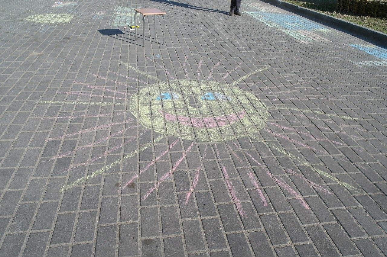Рисунки на асфальте в Горках.