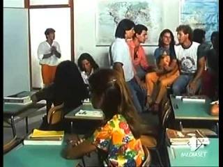 Nino D'Angelo Lo Studente(A Scuola Parte 2)