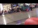 001 уборщики узбеки играются перед певцом пророком сан боем на ж д вокзале в москве