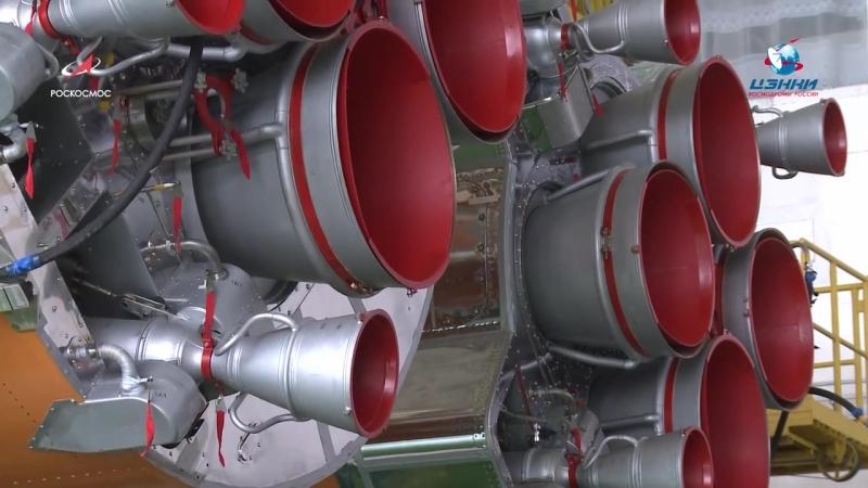 Сборка пакета РН Союз-ФГ для запуска ТПК Союз МС-10
