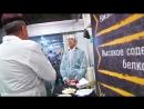 Сюжет телекомпании АСТВ о том как японский консул Хирано Рюити посетил кулинарный цех Фабрики вкуса