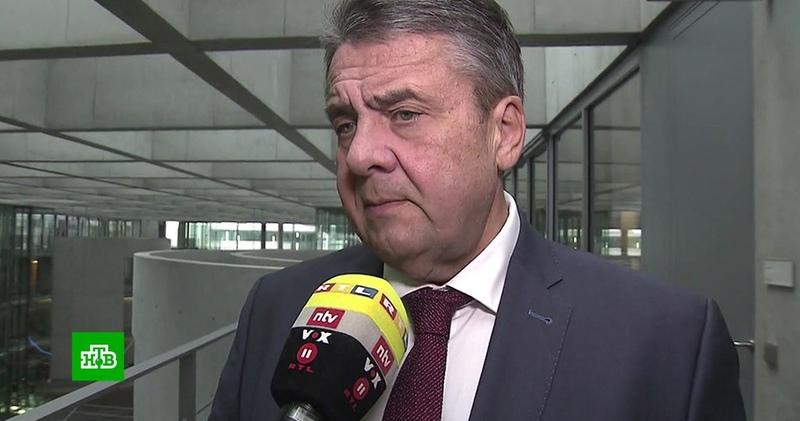 Экс-глава МИД ФРГ обвинил Киев в попытке втянуть Германию в войну