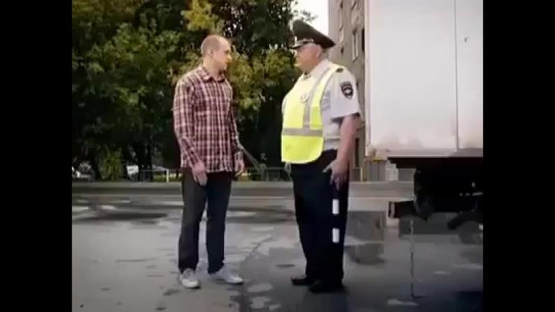 Тупой гаишник и водитель..mp4