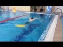 Обучение стилю плавания баттерфляй с помощью ласт и трубки.
