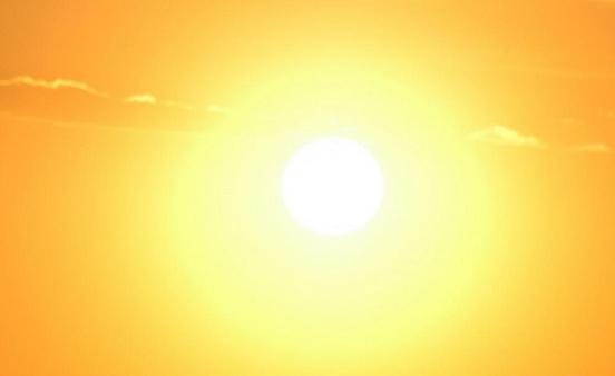 Чрезмерное пребывание на солнце может вызвать проблемы с глазами