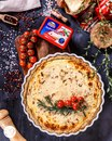 Пирог с творожным сыром, беконом и томатами