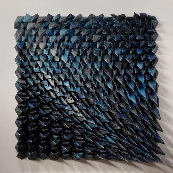 Мэтт Шлиан (Matt Shlian вот уже несколько лет создаёт гипнотизирующие бумажные скульптуры 3D, которые как будто движутся.Мэтт работает с учёными из Мичиганского университета над созданием
