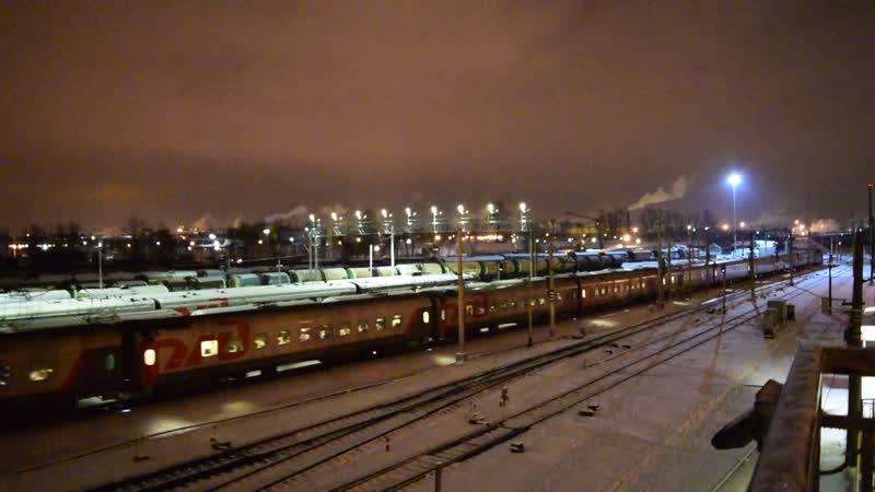 ЧС2Т с пассажирским поездом мчится