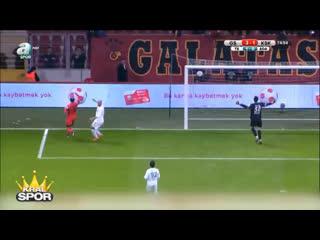 Yıl 2016. Umut Bulut'un Galatasaray - Karşıyaka maçında boş kaleye atamadığı gol.