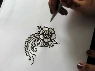 Рисунок хной цветок