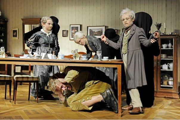 КАСПАР ХАУЗЕР Летом 1828 года в газетах города Нюрнберга местным бургомистром господином Якобом Биндером было помещено объявление. В нем он просил откликнуться тех, кто что-либо знает о