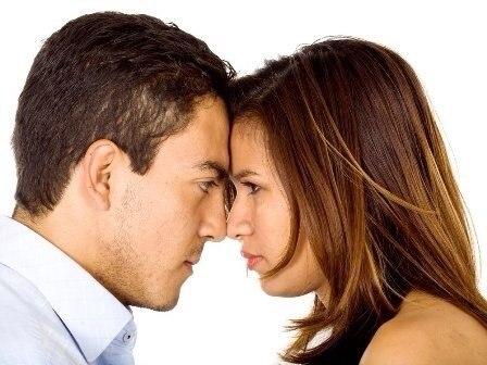 Не буди в муже зверя: 9 фраз, которые бесят мужчин Несмотря на всю свою внешнюю силу и невозмутимость, многие мужчины достаточно уязвимы. Порой их может ранить фраза, которая с нашей, женской, точки зрения абсолютно безобидна. Вот самые опасные фразы, которые выбивают из колеи, раздражают и оскорбляют мужчину. Запомните их и никогда не произносите, дабы сохранить отношения, а также его и свои собственные нервы. 1. «Твой футбол – это полная чушь!» Для любого мужчины его увлечение - это святое.…