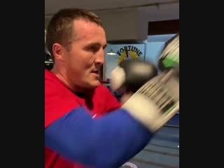 Денис Лебедев продолжает подготовку к бою и передаёт привет компании «Мир Бокса».