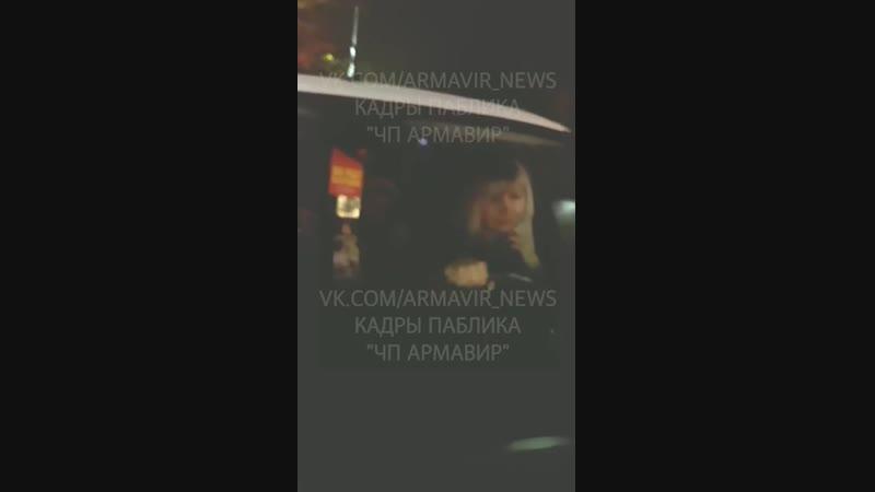 Яжемать прокатила на капоте девушку на бешеной скорости на Баре в Армавире 13 11