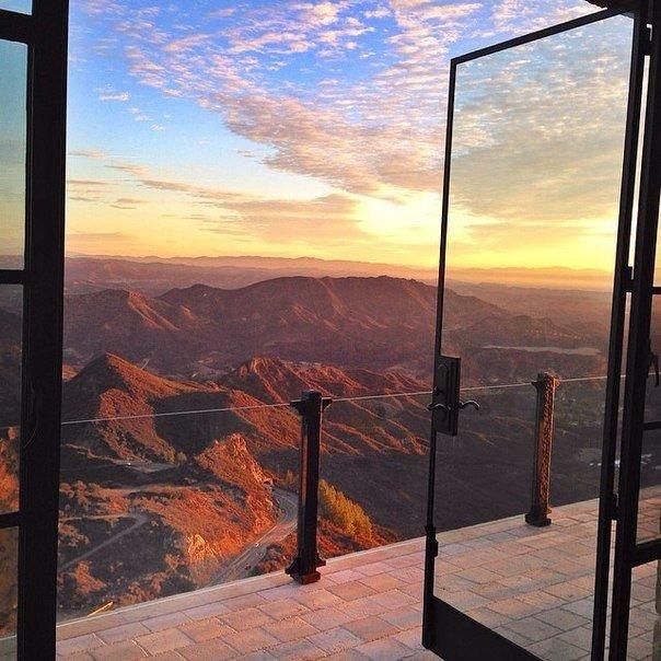Когда - нибудь я проснусь не в своей квартире, выйду на балкон своего нового гор...