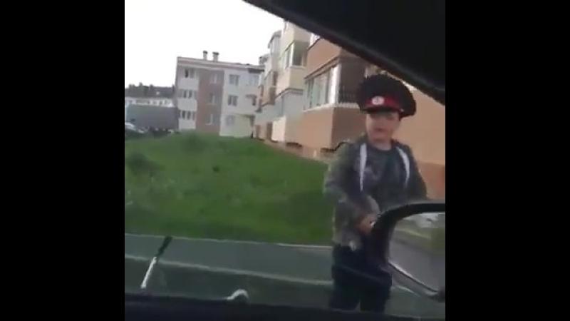 Дорожно патрульная служба не дремлет хорошее настроение юмор смешное видео забавное ребенок оборотень в погонах коп