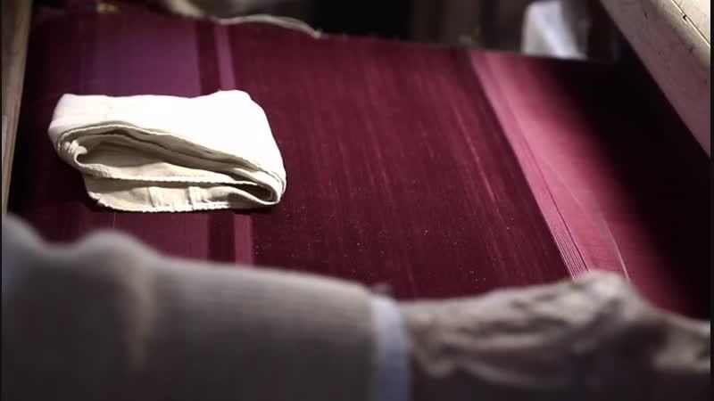 Демонстрация ткачества шелкового бархата.