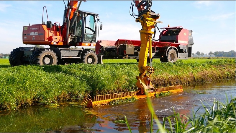 Ditch Cleaning Collecting Vegetation   Atlas mobile crane Vicon Slootvuilpers   Gebr. Tolenaars