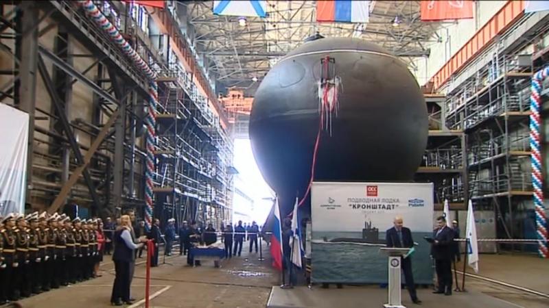 Подлодку «Кронштадт» спустили на воду в Петербурге
