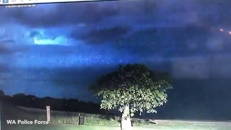 'We are not alone': WA Police reveal footage of mystery light in sky 𝙡𝙞𝙣𝙠𝙨 𝙞𝙣 𝙙𝙚𝙨𝙘𝙧𝙞𝙥𝙩𝙞𝙤𝙣