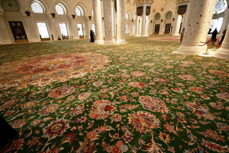 Самый большой ковер: мечеть шейха Заида, общая...