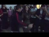 очень красивая чеченка танцует лезгинку