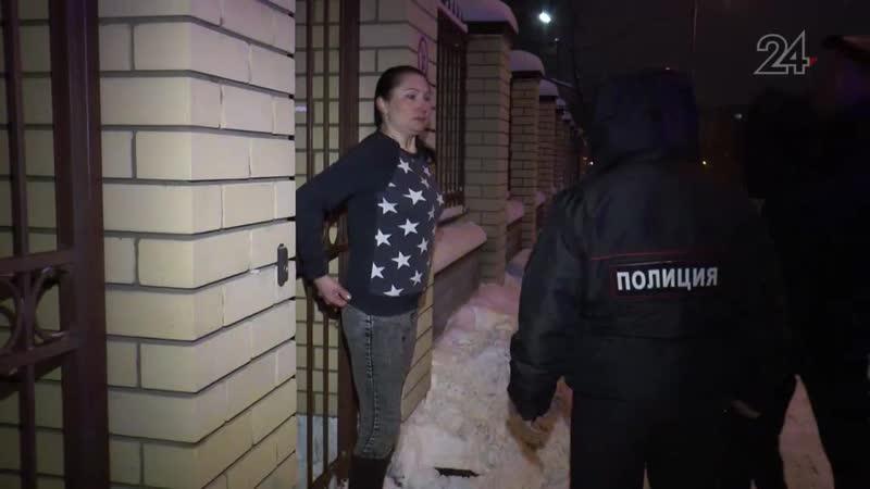 В Казани пьяная женщина несколько часов простояла у ворот школы без верхней одежды
