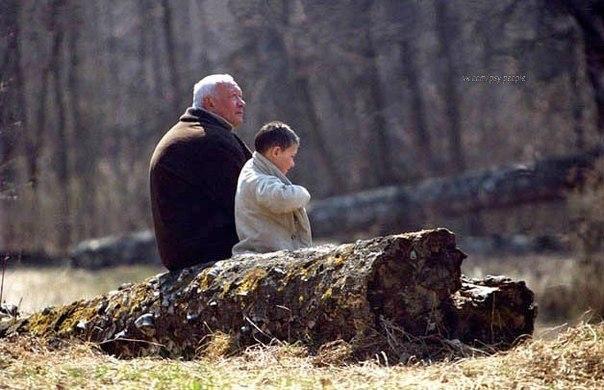 Однажды весной внук с дедом убирали в огороде сорняки. Вдруг ребёнок спросил: — Дедушка, а почему сорняки, которые мы не сажали, так хорошо растут, а то, что мы сажаем, нуждается в нашем внимании, заботе и труде? — Вот, внучек, благодаря своей наблюдательности ты сделал важное для себя открытие: всё ценное и значимое для человека зачастую требует от него немалых усилий, а вредное и ненужное произрастает само.