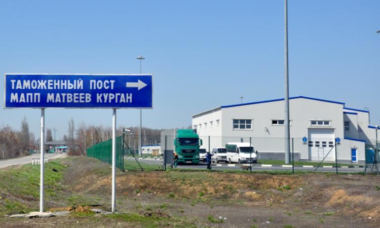 Из-за перестрелки и взрывов с территории МАПП «Матвеев Курган» Таганрогской таможни эвакуировано более 120 человек