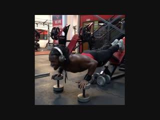 Тренировка грудных мышц nhtybhjdrf uhelys[ vsiw