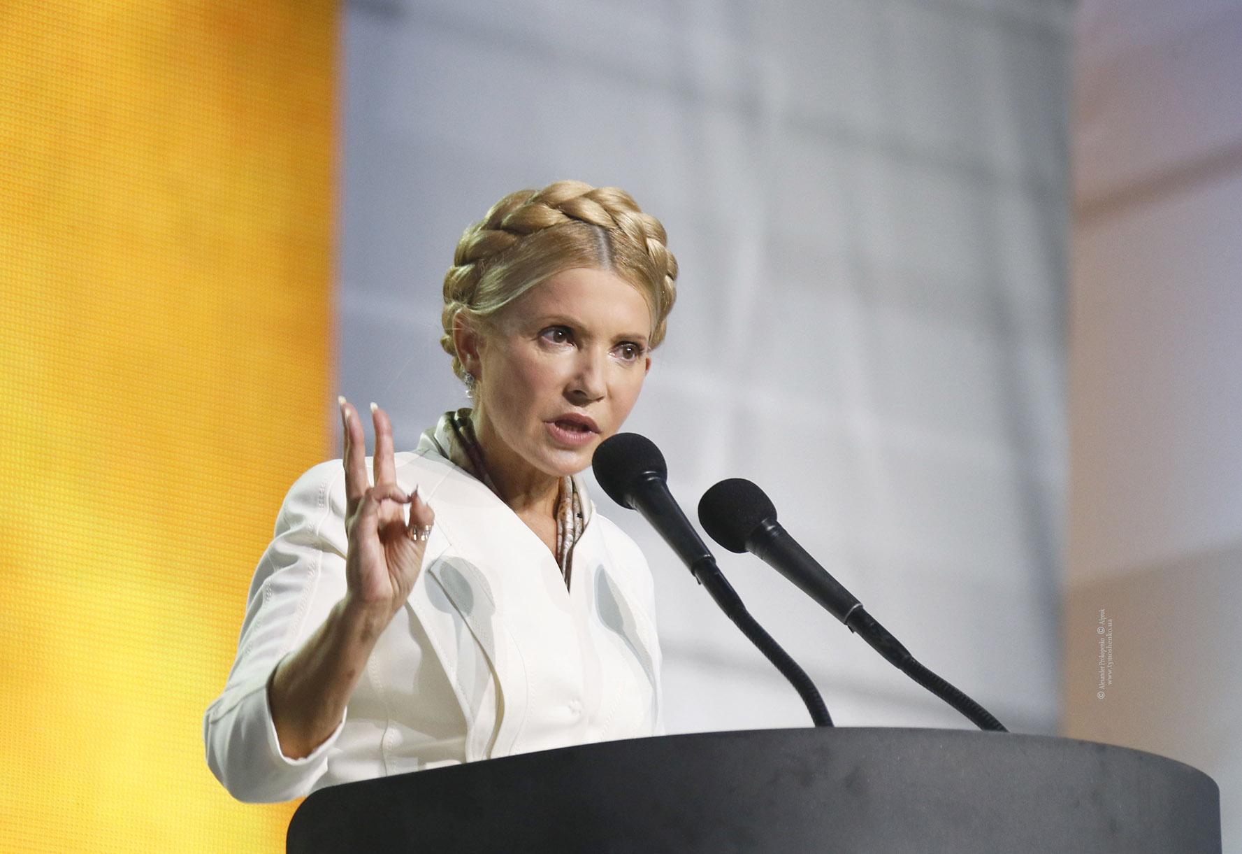 Порошенко пытается еще больше расколоть общество своими плакатами - Тимошенко