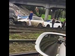 Наверное самый длинный паровозик автомобилей в ДТП