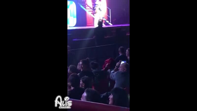 Fans gritan RUGGELARIA frente a Karol y Ruggero y Cande rie Feliz y se esconde S