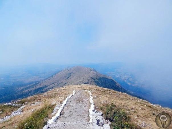 Тайны горы Ртань: чудо природы или рукотворная пирамида В Центральной Сербии, в паре сотен километрах от Белграда, находится гора Ртань. Высота горы достигает полутора километров. Она является