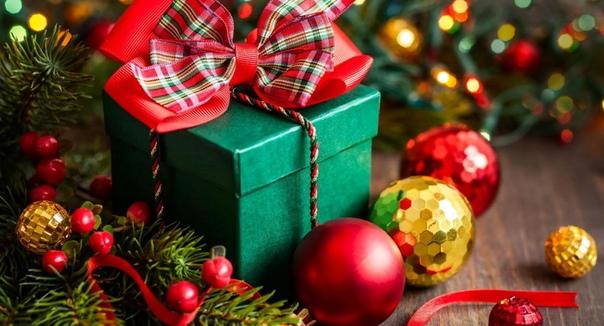 Новогодние приметы, суеверия и традиции Традиция отмечать 1 января наступление Нового года достаточно давняя. В нашей стране она появилась одновременно с новогодней елкой на рубеже XVII и XVIII