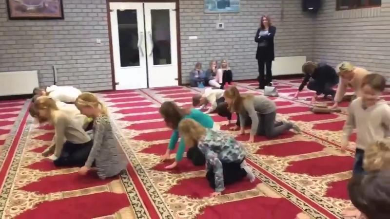 Wie die durch unsere linken Regierungen geführten Kultusministerien dafür sorgen, dass unsere Kinder für den ISLAM vorbereitet w