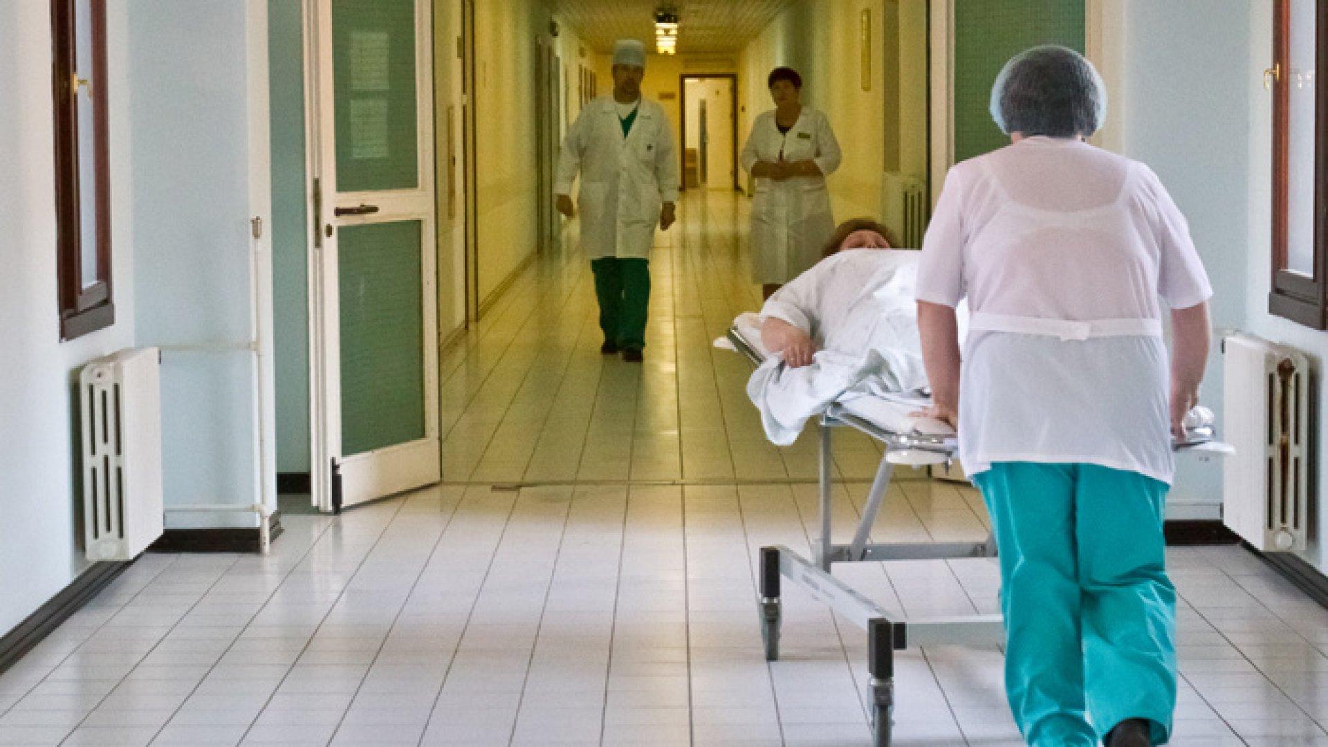 В реанимации ЗЦРБ скончалась пенсионерка попавшая под колеса водителя из Кардоникской