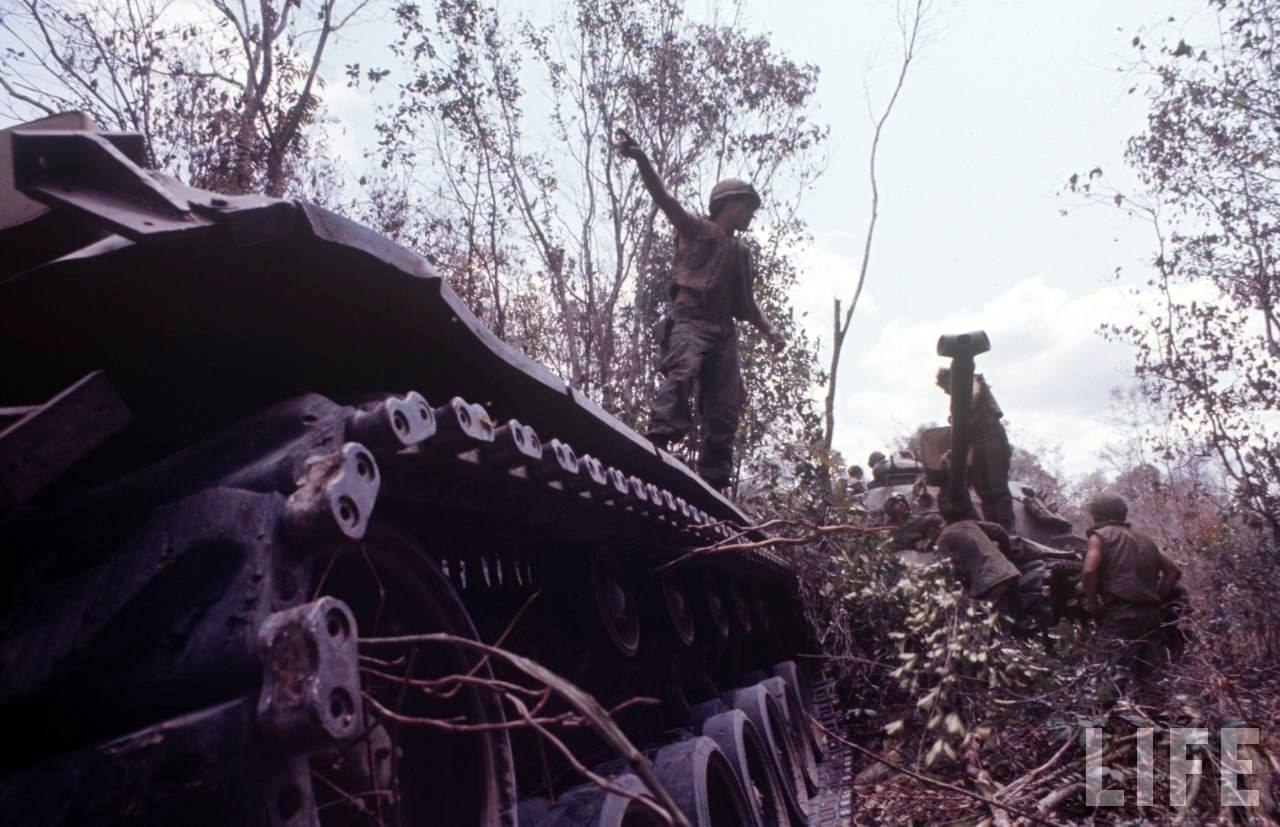guerre du vietnam - Page 2 AkjvqKnjfek