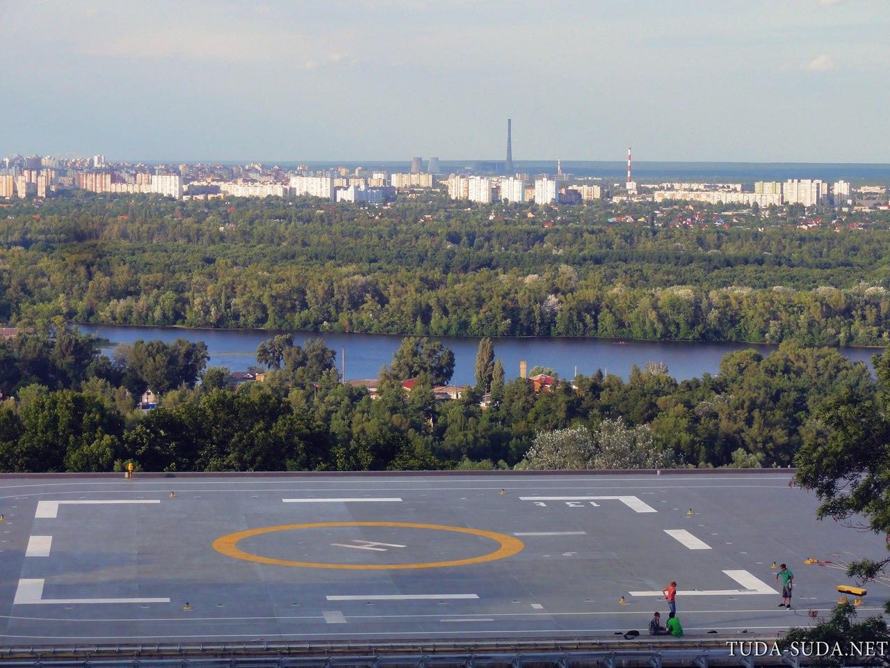 Вертолетная площадка в Киеве фото