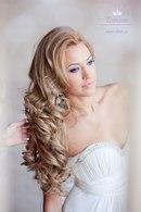 """На нашем женском сайте  """"Дамочка """" Вы всегда можете отыскать публикацию - причёски на бок с локонами, с фотографиями..."""
