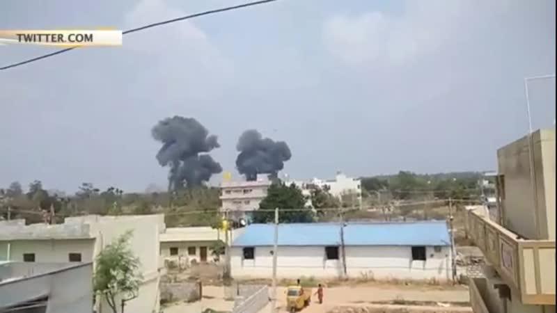 В Сети появилось видео момента крушения самолетов пилотажной группы в Индии