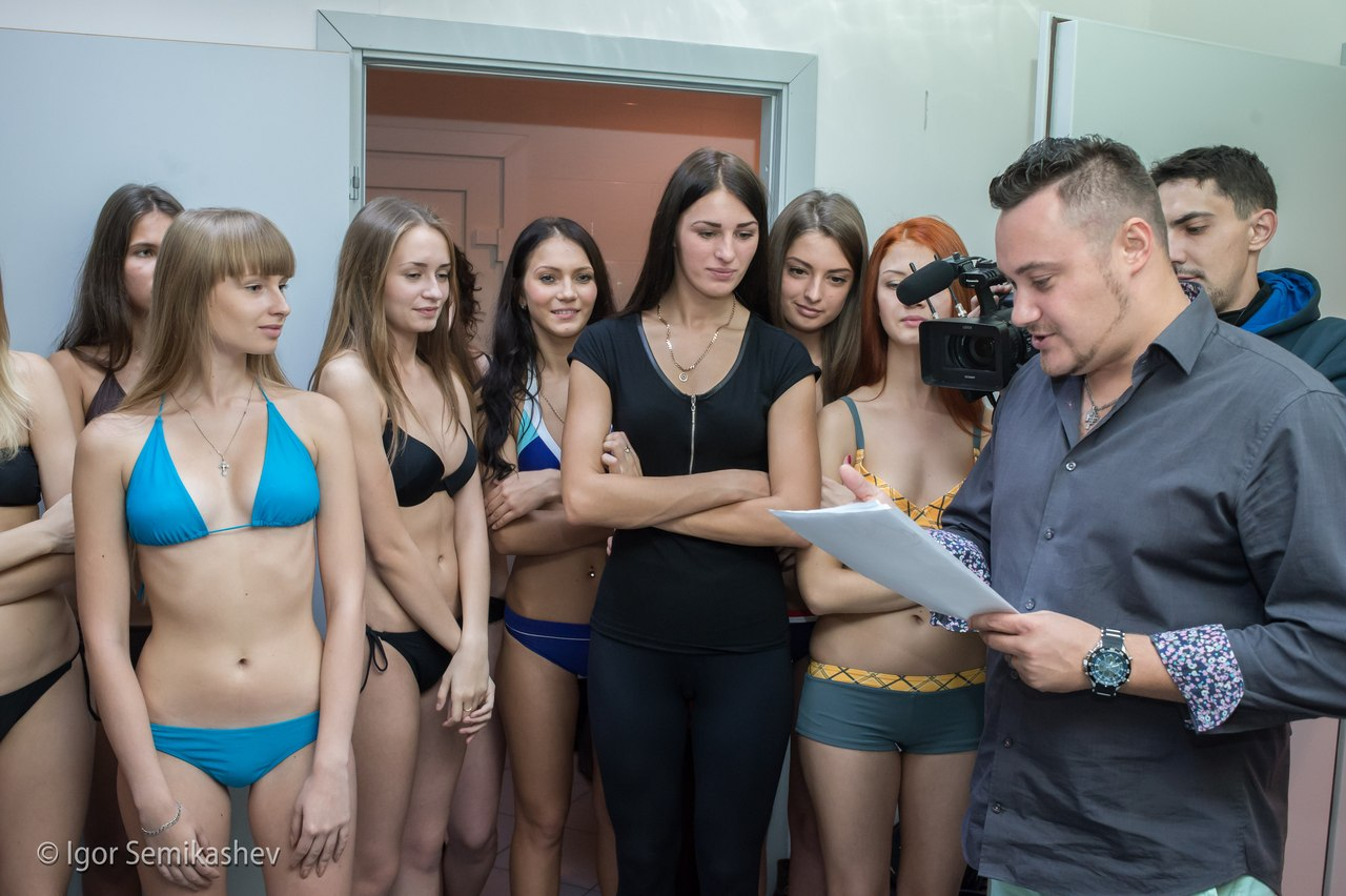 Много красивых девушек на фото